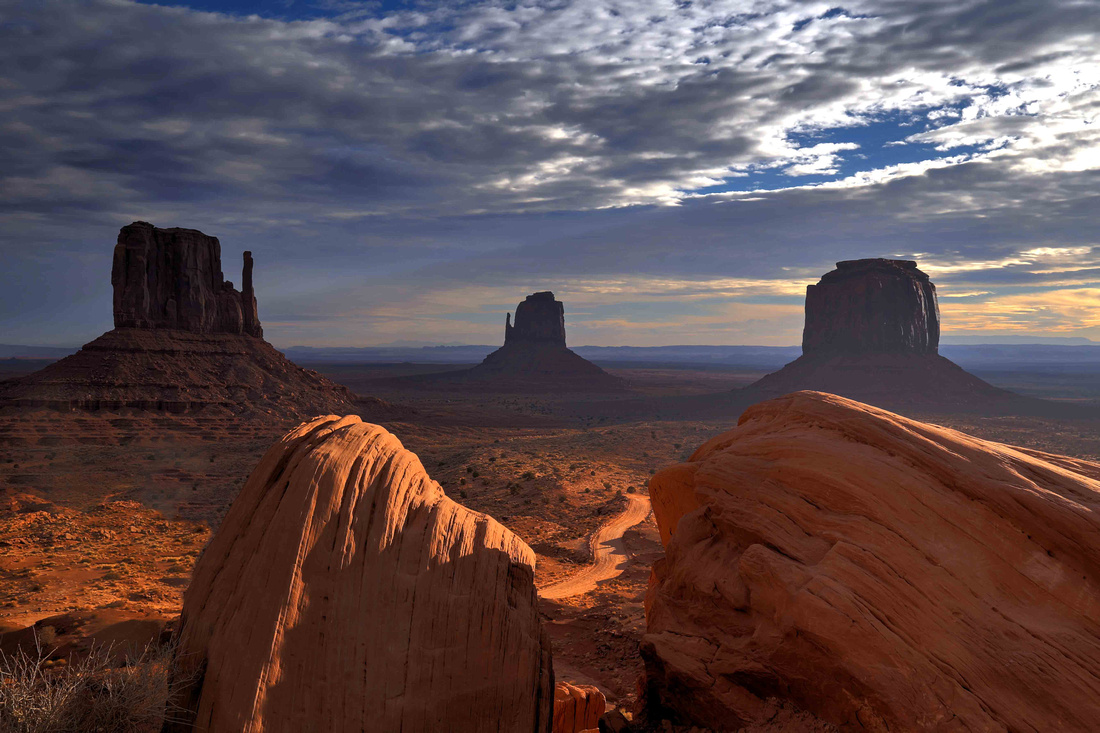 Dawn in Monument Valley